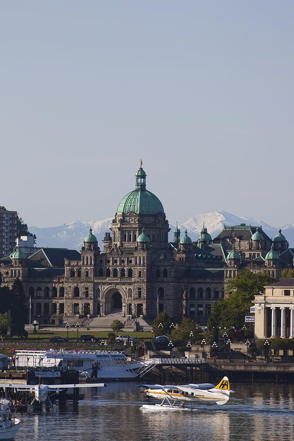 ✭ A view of the Legislative Building, the Capital building of British Columbia.