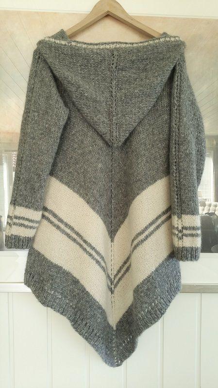 My handknitted poncho-sweater with hood. . Knit. Poncho. Sweater. Pochogenser. Eget design. My design. Design: Annelise Bjerkely Facebook: strikkesida til annelise Oppskrift til salgs.