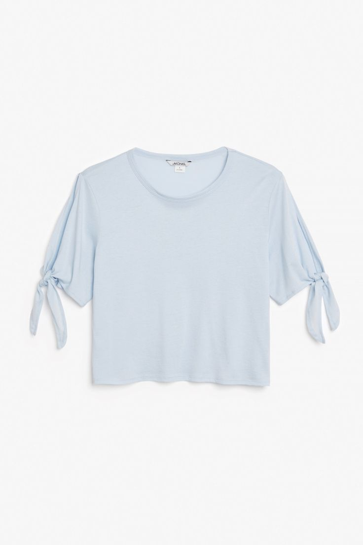 Cropped tee with knot detail