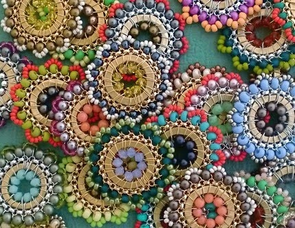 .: Beads Flowers, Beaded Necklaces, Jewelry Necklaces, Beads Necklaces, Bloom Necklaces, Fab Jewelry, Octavia Bloom, Flowers Pendants, Colors Inspiration