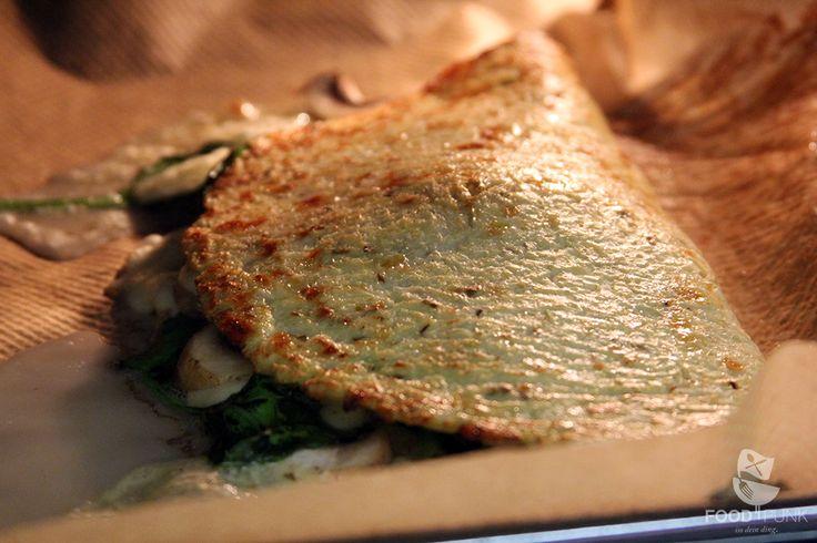 Glutenfreie Calzone mit nur 14 g Kohlenhydraten Richtig gelesen, die GANZE Calzone hat nur 14 g Kohlenhydrate, eine normale Calzone hat über 60 g Kohlenhydrate. Außerdem ist die Foodpunk Calzone glutenfrei, frei von Soja und sehr ballaststoffreich. Low Carb Pizza oder Calzone aus Blumenkohl ist auch deswegen sehr gesund, weil Blumenkohl das SpurenelementSchwefelenthält. Schwefel ist …