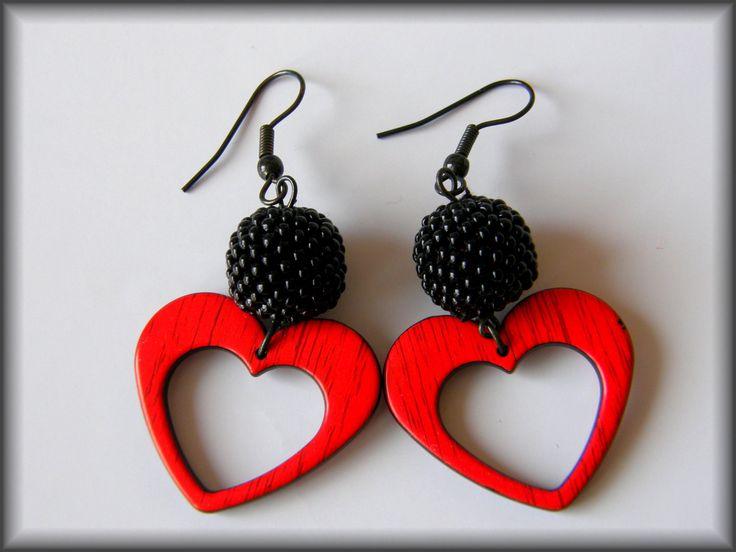 Valentýnky+Roztomilé+černo-červené+náušničky+nejen+pro+romantičky+:-)+Délka+bez+závěsu:+cca+4+cm+Průměr+kuličky:+1+cm