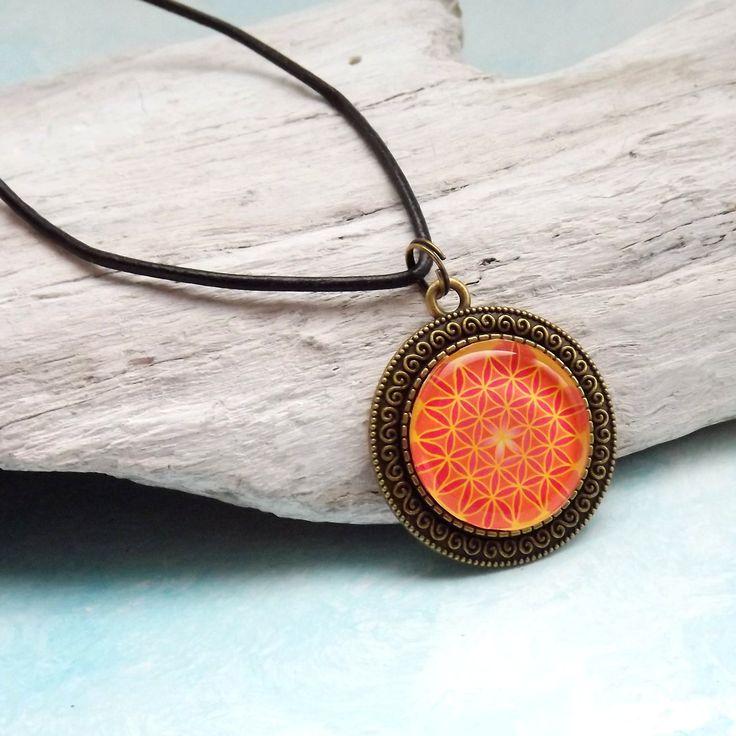 Mandala Blume des Lebens, Medaillon 35 mm, Orange, Gelb, Blume des Lebens Anhänger, Cabochon Schmuck, spiritueller Schmuck, Kette Lederband von KIMAMAdesign auf Etsy