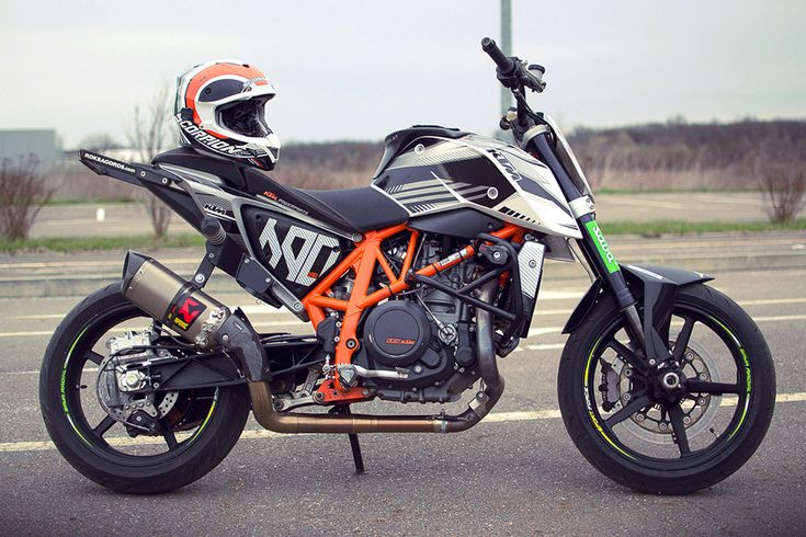 Rok Bagoroš 2013 stunt training with the KTM factory 690 Stunt Duke