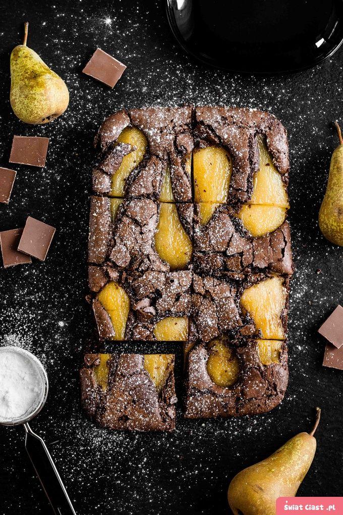 Brownie z gruszką gotowaną w syropie - Swiatciast.pl