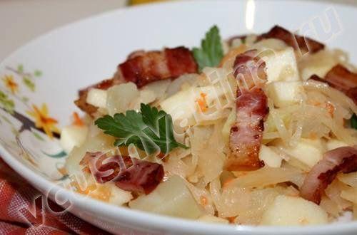 Картофельный салат с беконом и кислой капустой