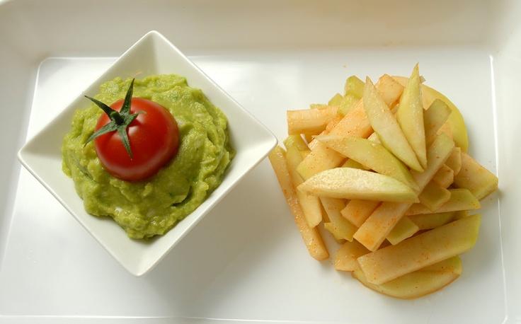 Simplicity of life: Raw French Fries  - 1 jumatate de gulie  - fulgi de drojdie inactiva  - boia dulce de ardei  - sare Himalaya  - un strop de otet balsamic.  Ultimele 4 ingrediente ca si cantitate - se pune dupa gustul fiecaruia.