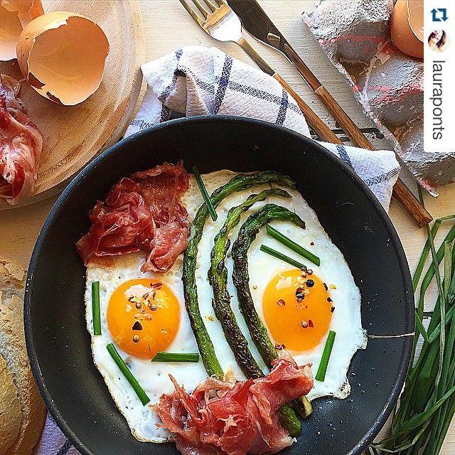 Beautiful Breakfast Idea: Eggs, asparagus and bacon