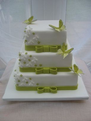 I'm in love with this wedding cake ..... butterflies and my fave colour ...... PERFECT!