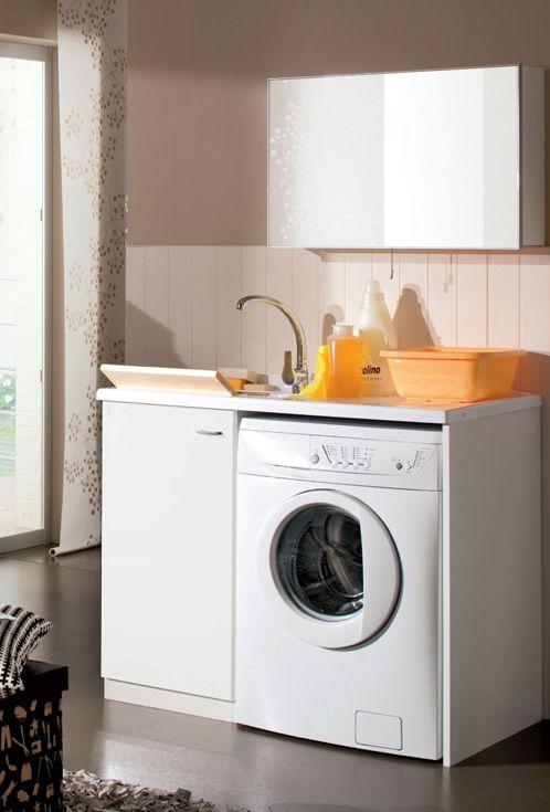 Geromin Smart - Il lavatoio con scivolo è accessoriato con il cesto portabiancheria estraibile dalla base e a fianco c'è lo spazio per inserire la lavatrice. Tutti gli elementi sono racchiusi in poco spazio, ma ben organizzato.