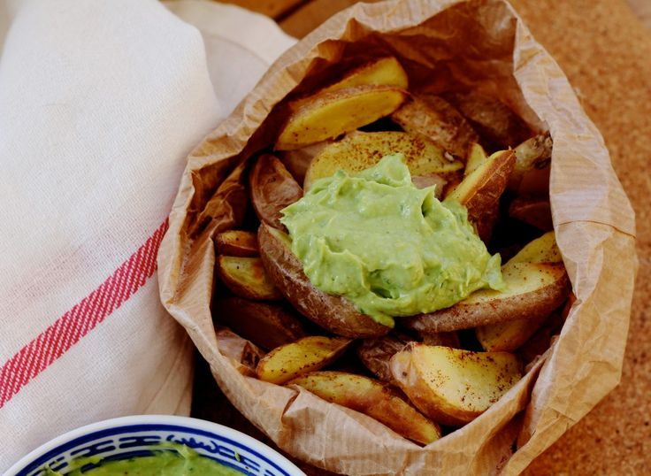 Chili fries with guacamole