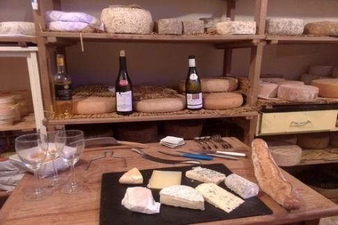 http://trademydeals.ca/deals-product/paroles-de-fromagers-cheese-wine-tasting-with-cheesemaker/
