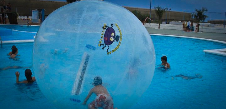 Esfera Acuática Aquaorb - Water walking ball - Pelota inflable  www.aqua-orb.com