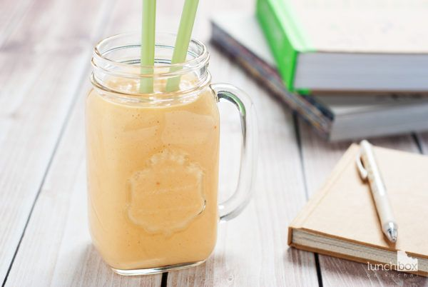 Jogurt naturalny z owocem kaki