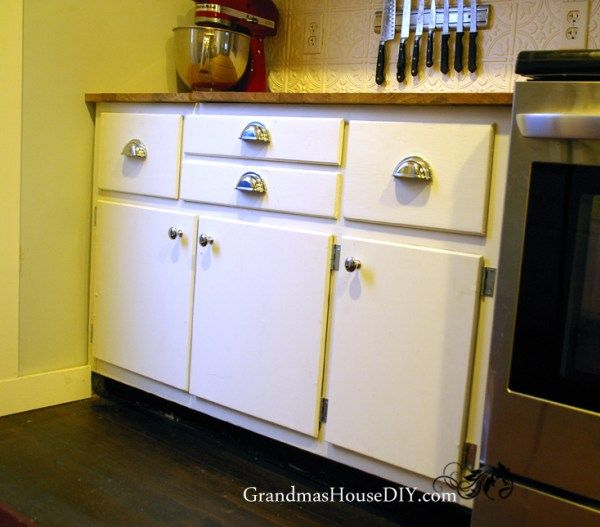 before and after white kitchen cabinets @GrandmasHousDIY