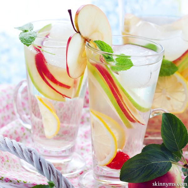 Ditch the diet soda!  Here are 4 Healthy Alternatives to Diet Sodas to enjoy this summer :)  #dietsoda #alternative #healthy