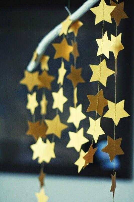 Dekoracje ze złotymi gwiazdami