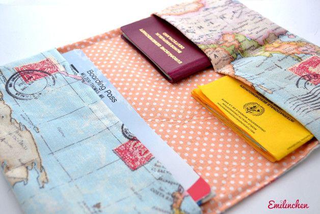 Auf zur Reise! Reiseetui mit Weltkarte und gepunkteten Innenstoff / travel case for passport and Co. by Emilinchen via DaWanda.com
