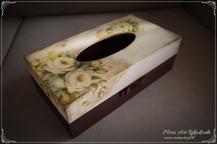 Handmade tissue box with white roses, phot.1