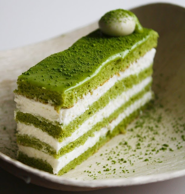 I use to drink matcha tea all the time in Japan!! It is green-tea-milk....I want this in my belly....now....matcha almond genoise layer cake- natural green