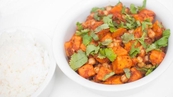 Kikert- og søtpotetcurry - Mari Hults curry er full av krydder, men helt fri for animalske produkter. - Foto: Mari Hult / Vegetarbloggen
