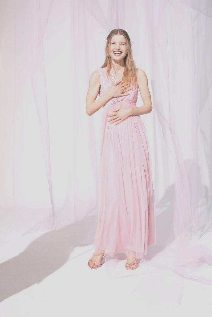 Abendkleid in Pastell-Tönen und mit Rückenausschnitt ...