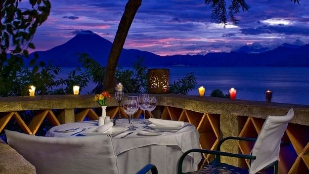 6.8 Palopo @ Lac Atitlan, Guatemala  Vous êtes assis : Au bord du lac Atitlan  Vue : Le volcan San Pedro, Toliman et le lac Atitlan