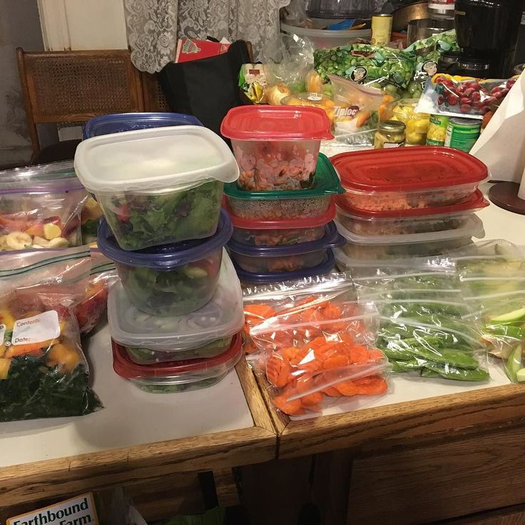 #mealprepsunday aka #mealprepmonday that week we went vegetarian #meatlessmonday Spinach Florentine Whole Wheat Pasta Teriyaki Veggie Stir Fry & Brown Rice Spring Salad w/Feta Cherry Tomato English Cucumber Red Onion & Dried Cranberries Apple Slices Snap Peas Carrot Chips plus Green Drink Fixins #stillhungry #preplikeyoumeanit #youshouldbehere by meelahboo