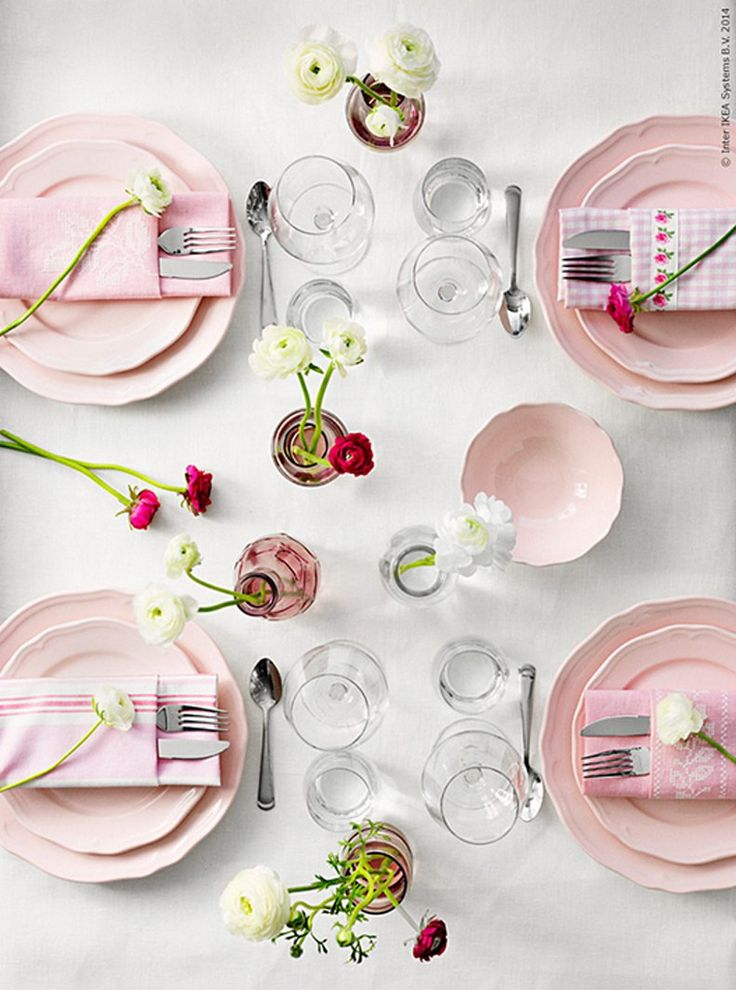 Romantic table in pink / Photo: IKEA