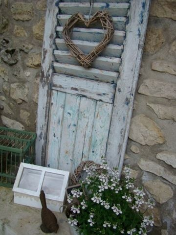 Cute idea to dress up the garden with old shutters!