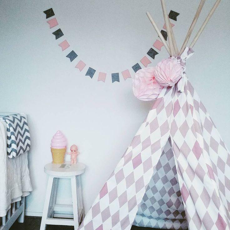 #kwantum repin @huisjevanmariel : Mariel maakte deze prachtige tipi van stof Joep roze :-) - Voor mijn dochtertje deze geweldige tipi tent gemaakt met stof van Kwantum!  #tipitent #tipi #kwantum_nederland #meyco #dekentje #kewpie #honeycomb #hema #slinger #wibra #ijscolamp