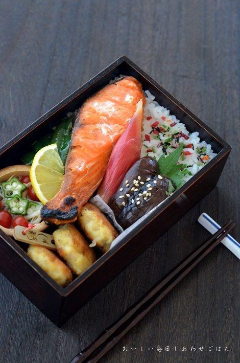 日本人のごはん/お弁当 Japanese meals/Bento 出ました!王道; 焼きシャケ弁当 Japanese Boxed Lunch, Bento, お弁当, #japon