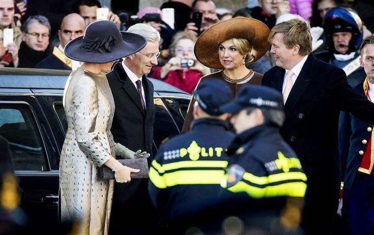 AMSTERDAM - Alle Belgische taalgemeenschappen spelen een rol bij het maandag begonnen staatsbezoek van koning Filip en koningin Mathilde aan Nederland. In het kielzog van het koningspaar zijn maar liefst vier ministers-presidenten meegekomen, de voormannen van Vlaanderen, Wallonië, Brussel en de Duitse gemeenschap. (Lees verder…)