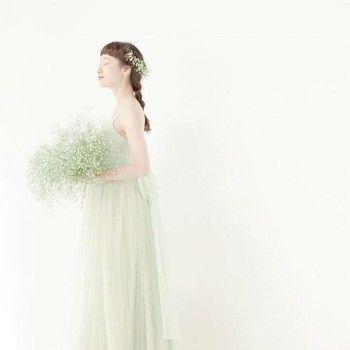 淡いミントグリーンの柔らかドレス♡ ナチュラルでセンスがいいカラードレスの参考一覧。