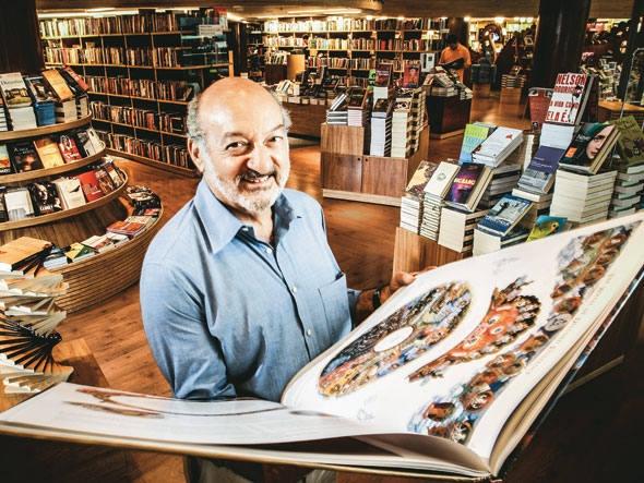 A Livraria Cultura anuncia parceria com a empresa canadense Kobo, para trazer ao país leitores eletrônicos e livros digitais. Com isto, seu catálogo deve subir de 330 mil títulos para 3 milhões, mas somente 15 mil estão em Português - e as editoras brasileiras, quando vão se movimentar também? Na Exame, por Renato Cruz.