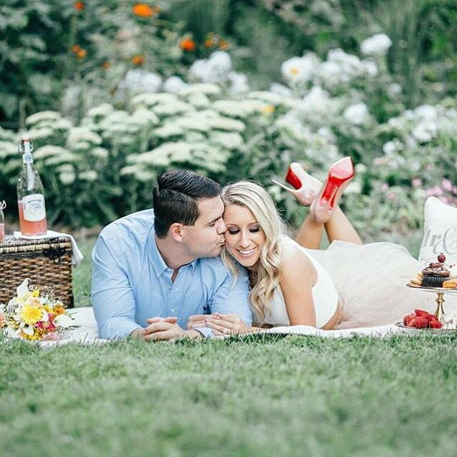 cute and vintage , engagement photo picnic at the park in a tulle skirt, Space 46 tulle , outfit inspiration