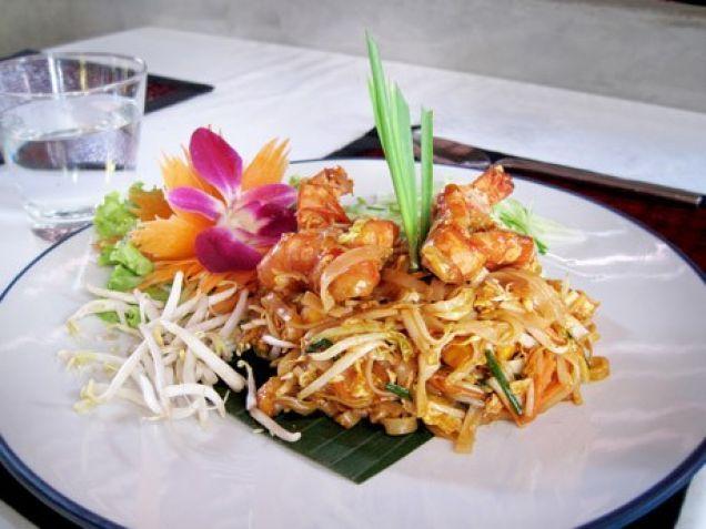 En thailändsk pyttipanna, där ingredienserna kan varieras efter tycke och smak. Här är ett vegetariskt grundrecept, som ofta kompletteras med wokade räkor.