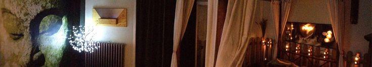 Chambre Namaste - Véranda de 8m² avec son jacuzzi, miroir au-dessus du lit avec un rideau amovible, salle de bain indépendante privative avec douche hydro-massage et pluie tropicale, parure en satin, petit déjeuner en chambre, décoration en pétales artificiels, bougies électriques et musique d'ambiance