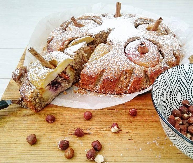 Sültalma torta! Alma áfonyával, mogyoróval, marcipánnal, mézzel töltve! Bakedapple cake! Hazelnuts, marzipan, blueberries, cinnamon!