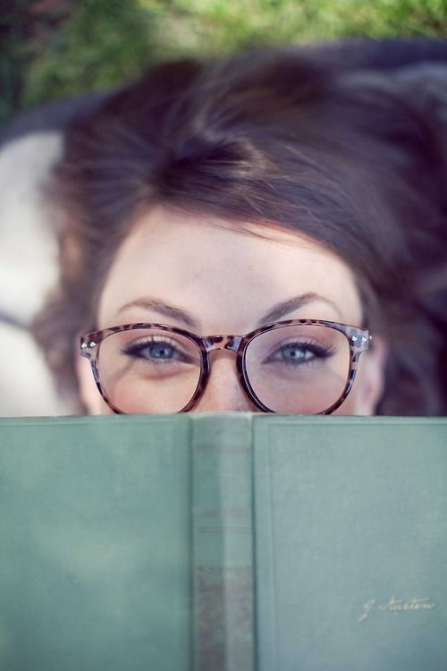 Senior Picture Ideas for Girls | Senior pictures girl - Reader pose - book - smart by meghan