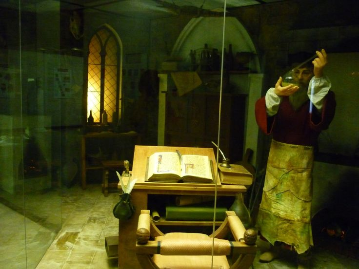 Darwin's museum, cabinet of Middle Ages' alchemist