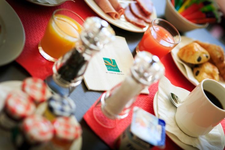 Le petit déjeuner au Quality Hotel Marseille Vieux Port - Hotel Marseille Centre   Breakfast in Quality Hotel Marseille Vieux Port