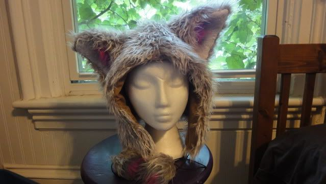 [Those ears are a little big but YUSSS] Animal hat with ears (with tutorial and pattern) by fairysari on crafster. Exactly what I've been looking for!