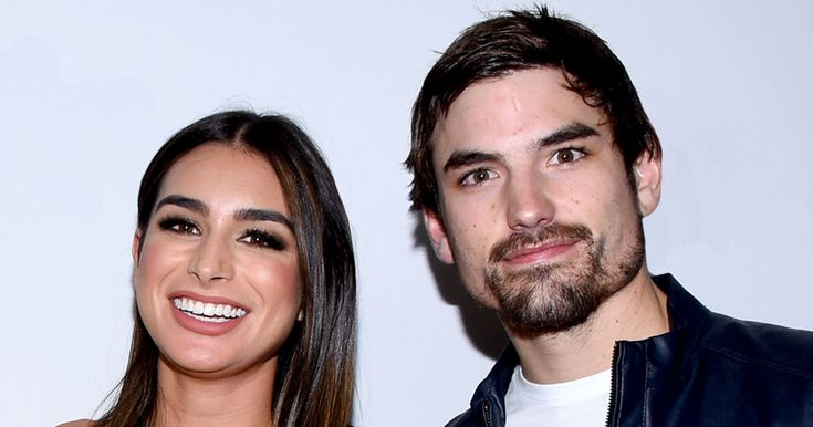 "Dating App Sparks Competition Between ""Bachelor"" Alum http://www.refinery29.com/2017/05/155885/ashley-iaconetti-jared-haibon-hinge-dating-app?utm_campaign=crowdfire&utm_content=crowdfire&utm_medium=social&utm_source=pinterest"