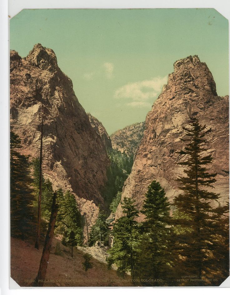 P.Z. Etats-Unis, Pillars of Hercules, South Cheyenne Canyon, Colorado    #Amérique_America #Amérique_du_Nord_North_Americ