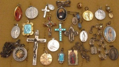Catholic medals that represent Saints and images of Jesus Christ.