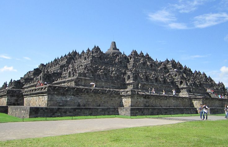 Borobudur tour is outside bali tour packages that we deliberately set to visit historical places in Yogyakarta #borobudurtour #yogyakartatour #yogyakartaborobudurtour #borobudurtemple #beyondbalitour
