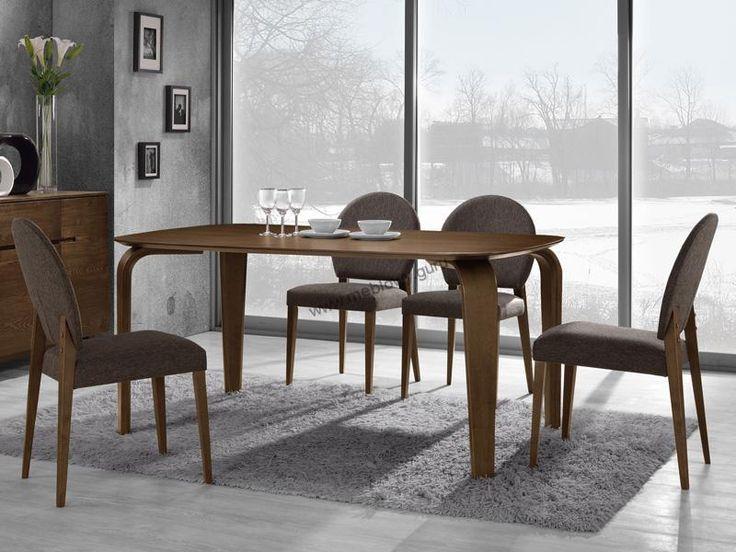 Drewniany stół Mezzo z kolekcji mebli Vintage to propozycja dla ludzi szukających połączenia klasycyzmu z nowoczesnością.