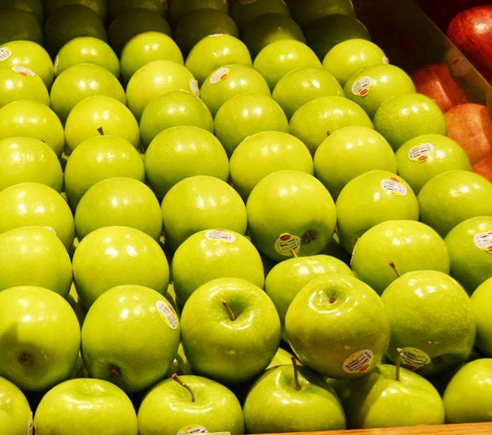 Buah apel kaya akan kandungan vitamin A, B1, B2, dan C. Buah ini juga mengandung mineral yang cocok untuk Anak Anda  Vitamin dan nutrisi pada buah apel sangat penting bagi perkembangan anak, karena akan menunjang pertumbuhan tulang, jaringan otot, organ, kulit, dan darah.   Apakah Apel menjadi buah favorit si kecil di rumah Fresh People? yuk berbelanja buah apel terbaik di store Hero #MomAndKids