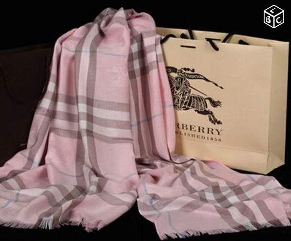 Echarpe étole BURBERRY logos cachemire rose NEUVE Accessoires & Bagagerie Alpes-Maritimes - leboncoin.fr